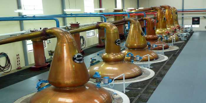 Ein Bild von einer Destillationsanlage