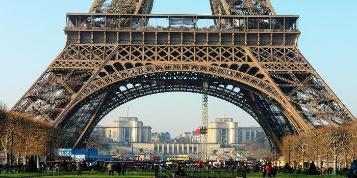 Bild vom unteren Teil es Eiffelturms