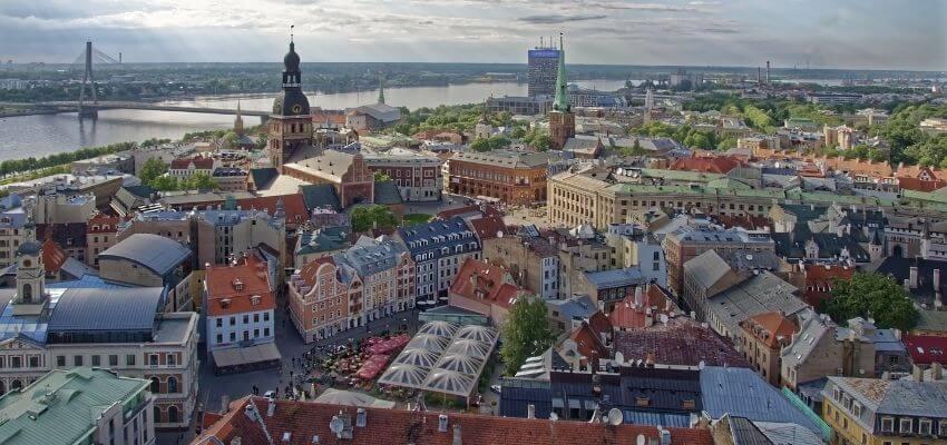 Häuser in vielen verschiedenen Farben zieren die Altstadt von Riga.